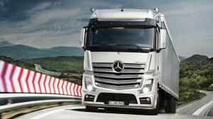 Mercedes Actros в движении